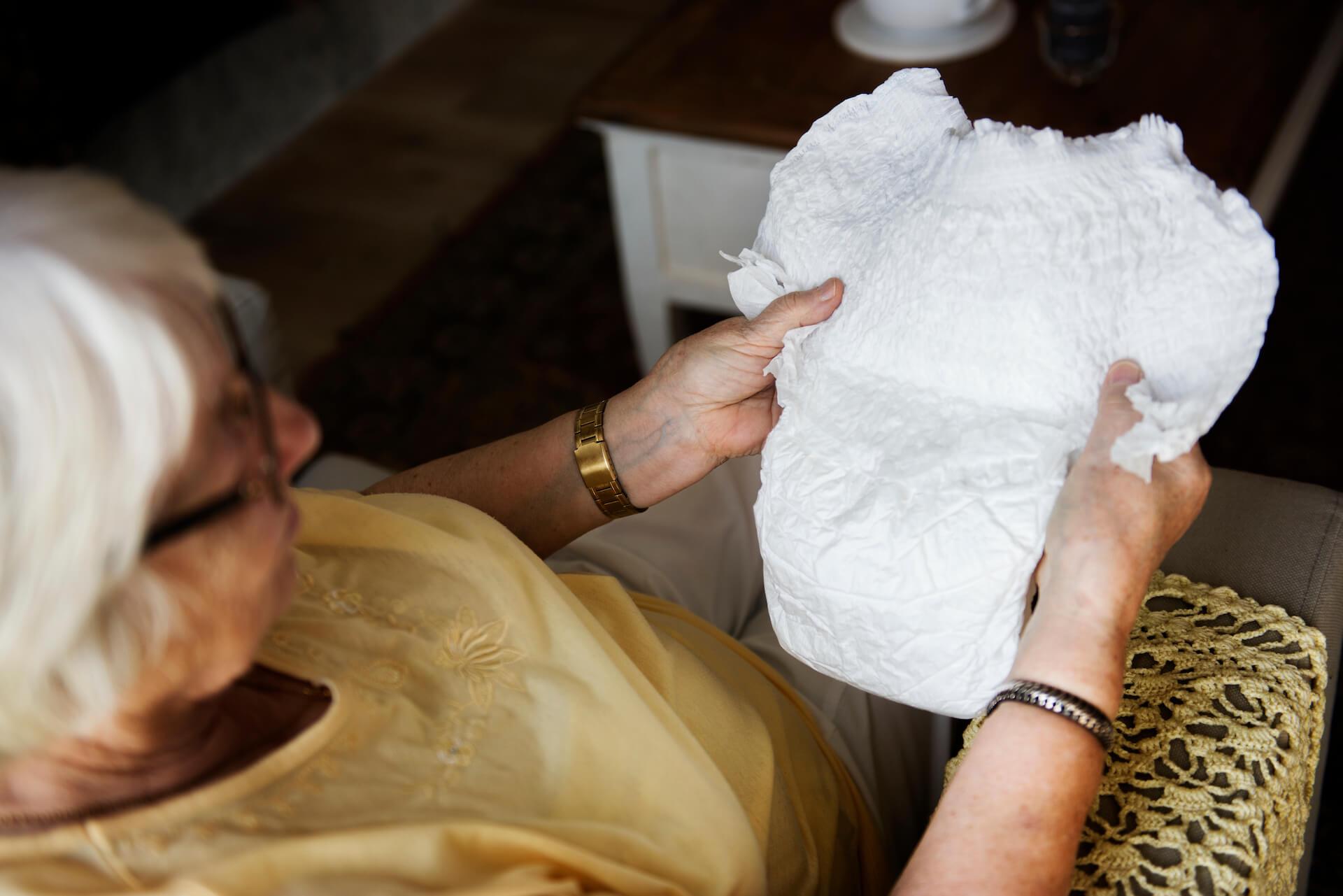 Az éjszakai bevizelés kezelése alatt felnőtt pelenkát érdemes használni.