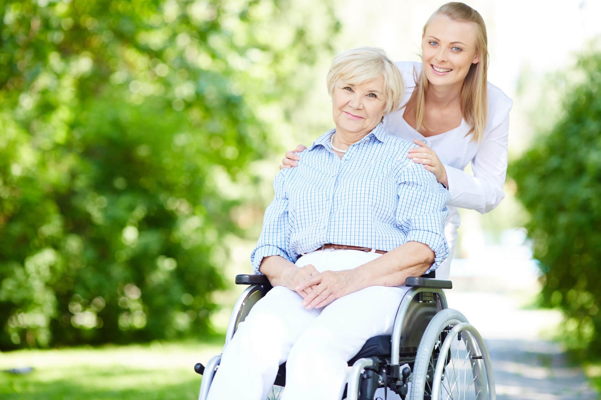 Az öregség nem feltétlenül jár együtt magánnyal.